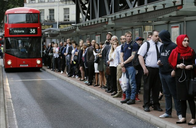 150806_Queuing.img_assist_custom-640x418.jpg